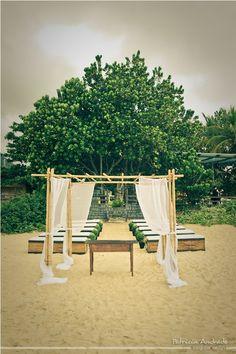 Que tal um casamento na praia, no final da tarde? Decoração simples, clássica, clean. LOVE IT!