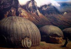 BIKUBE: Zuluene bygger disse bikubelignende boligene Gate, Clouds, Travel, Viajes, Portal, Destinations, Traveling, Trips, Cloud