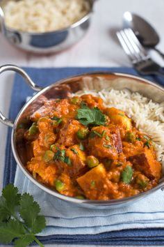 Muttar paneer masala - a quick and easy vegetarian curry with peas and paneer cheese. This sauce is so creamy and luxurious!