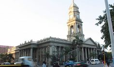 The Durban City Hall is a neo-Baroque building located in the city centre, housing council offices, an auditorium, public library, the Durban Art Gallery and Natural Science Museum.