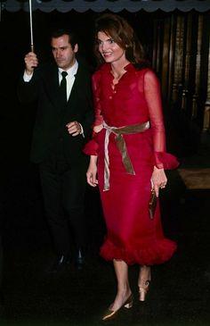 Jacqueline Kennedy Onassis arriving at La Côte Basque, November 14, 1970.