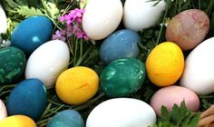 How to Brightly Color Easter Eggs with Natural Dyes | DIY for Life