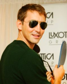 Lee Pace - yes on those aviators!