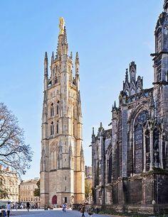 en 1466 fut construite la Tour Pey Berland, attenant à la cathédrale St André, d'où après avoir monté plus de 250 marches on a un point de vue splendide sur toute la ville.
