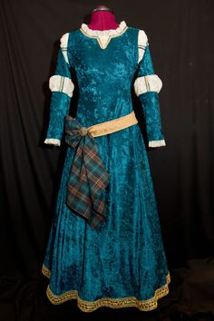 Princess MERIDA Custom Made ADULT Costume by on Etsy - Love the crushed velvet, absolutely gorgeous! Costume Princesse Disney, Disney Princess Costumes, Disney Princess Dresses, Disney Costumes, Disney Dresses, Adult Costumes, Woman Costumes, Mermaid Costumes, Couple Costumes