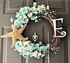 17 Hot DIY Summer Wreaths - collected by TwoPlusCute.com: summer wreath with starfish and flowers