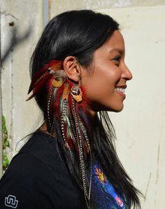 Feather Ear Cuff Fuchsia Burning Man Jewelry door SassiBijou – Men's style, accessories, mens fashion trends 2020 Feather Jewelry, Ear Jewelry, Feather Earrings, Skull Jewelry, Hippie Jewelry, Beaded Jewelry, Handmade Jewelry, Pearl Earrings, Burning Man