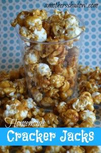 If you love popcorn.you will love Homemade Cracker Jacks. Popcorn Recipes, Snack Recipes, Dessert Recipes, Cooking Recipes, Flavored Popcorn, Desserts, Gluten Free Popcorn, Homemade Crackers, Tasty