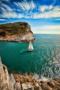 Yacht Charter with Captain and Crew or Bareboat Yacht Rental with Skipper. Luxury Yacht Vacations on ✓ Sailboat Hire ✓ Motoryacht ✓ Catamaran ▷ over 16000 boats Adventurous Things To Do, Sailboat Living, Boat Art, Sail Away, Strand, Wonders Of The World, Places To See, Beautiful Places, Scenery