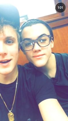 jake paul and grayson dolan//★∙♡ Dollan Twins, Cute Twins, Vine People, Ethan And Grayson Dolan, Jake Paul, Falling In Love With Him, Twin Brothers, Love At First Sight, Hot Boys