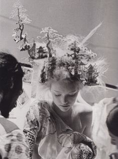 Gemma Ward backstage at Alexander McQueen Spring/Summer photographed by Anne Deniau. Headpiece by Philip Treacy. Gemma Ward, Mode Bizarre, Art Actuel, Philip Treacy, Vogue Uk, Tim Walker, Hair Art, Mode Style, British Style