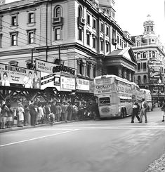 High resolution photos and images in picture galleries all around Cape Town and South Africa Vintage Architecture, Cape Town South Africa, Back In Time, Time Capsule, Homeland, Old Houses, Old Photos, 1940s, Street View