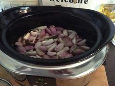 Slowcooker stifado kip Crockpot, Slow Cooker, Pork, Beef, Recipes, Kale Stir Fry, Meat, Ripped Recipes, Crock Pot