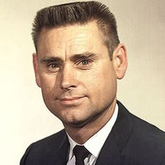 George Glenn Jones (September 1931 - April was an American country music singer known for his long list of hit records, his distinctive voice and phrasing, and his marriage to Tammy Wynette. Best Country Music, Country Music Artists, Country Music Stars, Country Singers, George Jones, Music Songs, Music Videos, Music Pics, Tammy Wynette