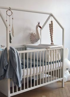 DE 10 MOOISTE BABYWIEGEN - Stokke Home Crib in White with Cradle