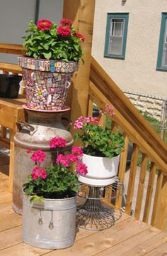 deck decor Love the flower pot decor