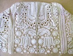 Slovak traditional embroidery - Výšivka na tyle z dienka čepca. Folk Embroidery, Embroidery Patterns, Butterfly Embroidery, Modern Embroidery, Floral Embroidery, Textiles, Folk Costume, Crochet, Needlepoint