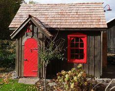 Gartenhäuser aus Holz – schönes und kompaktes Gartenhaus im Hinterhof - gartenhaus teich asiatisch laub baum rot tür small house