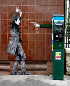 """Hold Up !""  OU "" Quand les machines-robots prennent le pouvoir..."" / Street art. / Paris 19e, France."