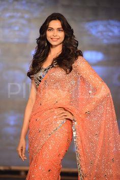 Deepika Padukone walks for Manish Malhotra at the 'Happy New Year' trailer launch