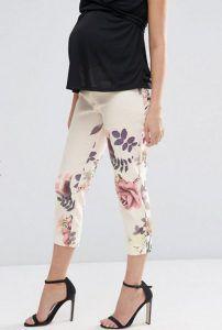 Pantalones de corte tapered con diseño floral y acabado texturizado Image