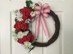 Red geranium and white daisy summer Wreath