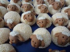 50 Great Ideas of Mini Cakes Chocolate Fondant, Chocolate Bark, Cake Decorating Techniques, Cake Decorating Tutorials, Iced Cookies, Cupcake Cookies, 6th Birthday Parties, Baby Birthday, Tea Cakes
