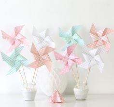 8 moulins à vent pour baptême, anniversaire, mariage, décoration chambre d'enfant... Coloris rose clair, saumon, vert d'eau : Accessoires de maison par latelierdesconfettis