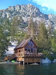 Echo Lake Cabin near Lake Tahoe, California. This wonderful cabin is the ultimate lakefront location. Lake Cabins, Cabins And Cottages, Mountain Cabins, Mountain Homes, Cabana, Beautiful Homes, Beautiful Places, Echo Lake, Log Cabin Homes