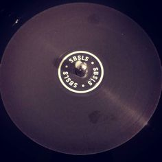 #nowspinning Sam Binga feat Warrior Queen - Wasted Days (Sully Remix). SBSLS: SBSLS001 (2017). Boom. Peel this one back. The drop is huge. Haven't flung a slipper for a while but this made me double launch. #dnb #drumandbass #drumnbass #jungle #sambinga #warriorqueen #sully #SBSLS #vinyl #vinyljunkie #record #recordcollector #recordcollection #recordplayer #igvinylclub #igvinylcommunity #instavinyl #slipperjungle
