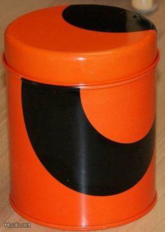 Retro AARIKKA oranssi/musta peltipurkki Tuliainen - I want one of these please! Marimekko, Tin, Retro Vintage, Nostalgia, Orange, 1960s, Dishes, Design, Pewter