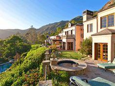 #KelseyGrammer's Jaw-Dropping Malibu View>> http://www.frontdoor.com/photos/celebrity-homes-an-inside-look?sk=FD_PK_CELEBRITY_HOMES?soc=pinterest