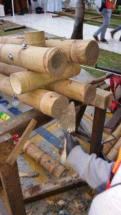 ภาพการเชื่อมต่อโครงสร้าง Bamboo Roman Shades, Bamboo House Design, Bamboo Building, Bamboo Structure, Bamboo Construction, Bamboo Architecture, Bamboo Crafts, Bamboo Furniture, Workshop Organization