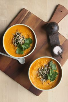 An Ode to Autumn - Pumpkin Turmeric Soup! heartybite.blogsp... #food #recipe