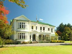 Gwavas Garden Homestead in Central Hawkes Bay, set in acres of delightful woodland and gardens. Old Mansions, Outdoor Events, Historic Homes, Bed And Breakfast, Beautiful Gardens, Homesteading, New Zealand, Places To Go, Cottage