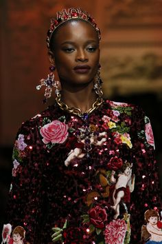Dolce   Gabbana Fall 2018 Ready-to-Wear Fashion Show 3085e5e99dca1