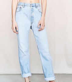 Expert Tips on How to Shop for Boyfriend Jeans via @WhoWhatWear