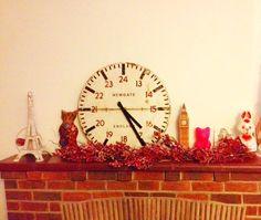 今年もクリスマスシーズン到来 家に中も少しずつフェスティブの飾りつけが 。