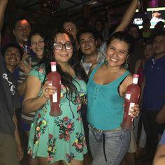 Las ganadoras de la noche! Quieres sacudir los Huesos? #juancalavera