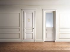 Hinged lacquered wooden door SIENA Classic Collection by Ghizzi
