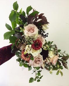 A bridal bouquet for Meghan today. Including local zinnias, chocolate QAL, nine bark and snow berry. Designed by @tessadawn