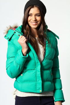 A puffy coat is great because it is so lightweight. Perfect gift for college students who have harsh winters. Puffer Jackets, Winter Jackets, Beach Girls, Padded Jacket, Online Shopping Clothes, Winter Coat, Mystery Plays, Fashion Shoes, College Students