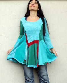 Fantasy Patchwork Recycling Kleid Tunika. Hergestellt aus recycelten Kleidung. Remade, wiederverwendet und Upcycled.Hippie Boho Zigeunerstil. Einer