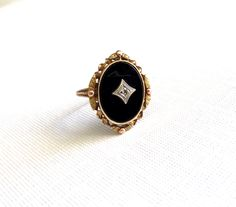 Vintage Antique Onyx Gold Ring – Circa – Rose and Green Gold Accents Cute Jewelry, Gold Jewelry, Jewelry Box, Jewelery, Jewelry Accessories, Jewelry Design, Tiffany Jewelry, Antique Rings, Vintage Rings
