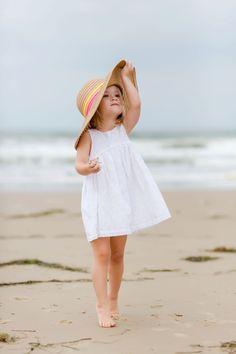 Meet the Beach Babes Little Girl Photography, Beach Photography, Photography Photos, Children Photography, Family Photography, Beach Kids, Summer Kids, Beach Babe, Outdoor Family Photos