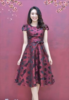 thoitrangdamdep.net - Đầm xòe gấm tay cánh tiên có túi kèm dây màu đỏ