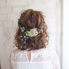 Good Photographs Bridesmaid Hair romantic Tips Maid-matron of honour hair-styles could be tricky while all of your current young ladies could have Prom Hairstyles For Short Hair, Undercut Hairstyles, Bride Hairstyles, Short Hair Cuts, Hairstyle Ideas, Bridesmaid Hair Updo, Hair Arrange, Short Wedding Hair, Romantic Short Hair