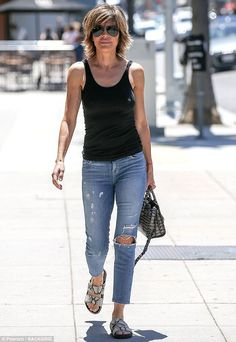 Lisa Rinna wears vest and ripped jeans in Beverly Hills Diva Fashion, Denim Fashion, Cute Fashion, Fashion Outfits, Lisa Renna Hairstyles, Lisa Rinna Haircut, Different Hairstyles, Cool Hairstyles, Bob Hairstyle