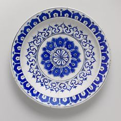 Plate, ca. 1580, Iznik, Turkey. Fritware, polychrome painted under a transparent glaze