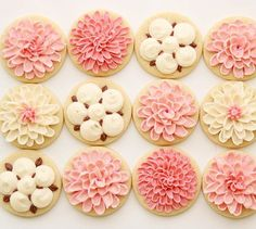 So cute buttercream flowers cookies